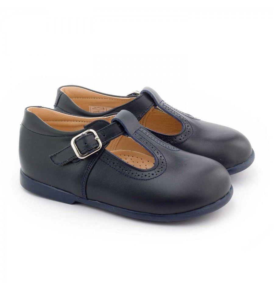 Les Boni Max sont d adorables petites chaussures bébé et enfant en cuir  blanc avec une semelle souple et un renfort en dessous de la cheville pour  le ... 6072789e9bfc
