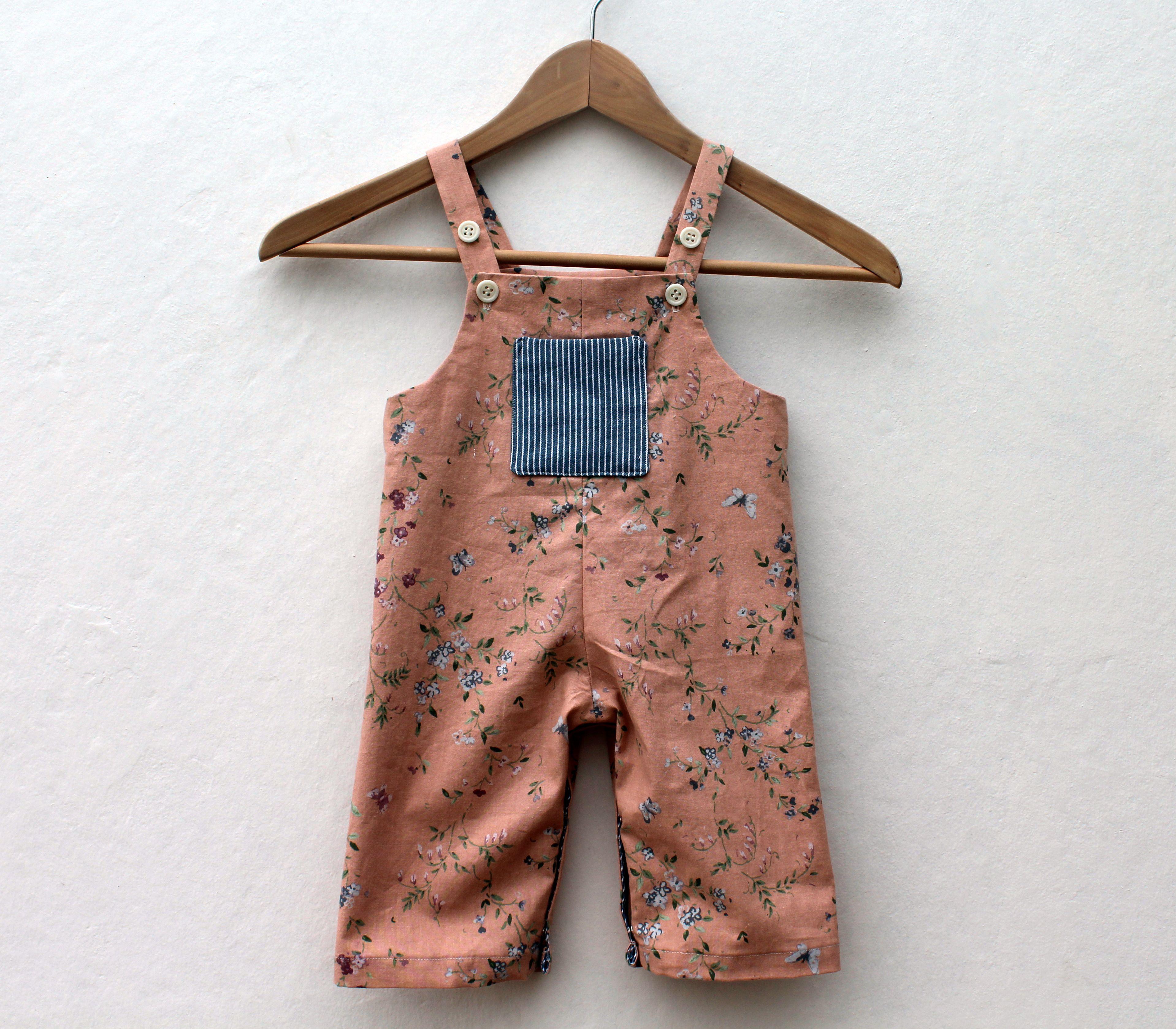 Sewing for small people: dungarees | Kinderhosen und Nähen