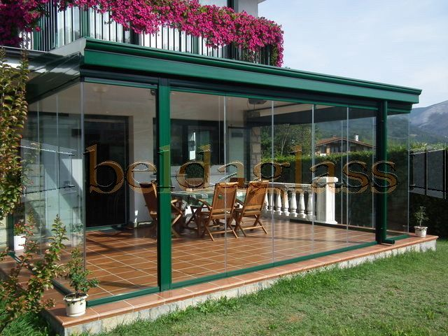 Terraza acristalada con cortinas de cristal sin perfiles for Techos moviles para terrazas precios