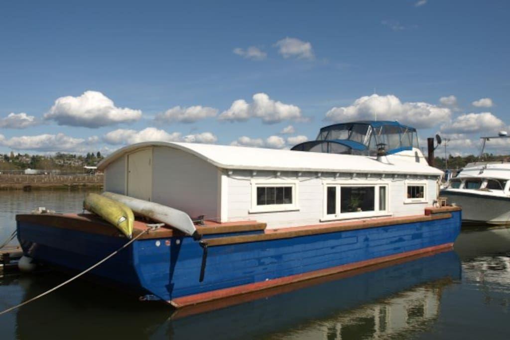 Bargestyle quaint seattle houseboat house boat