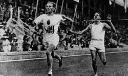 Hannes Kolehmainen pictures | Kolehmainen voittaa Jean Bouinin 5000 metrin juoksussa vuoden 1912 ... OS guld 10.000 och 5.000 meter 1912 Stockholm.