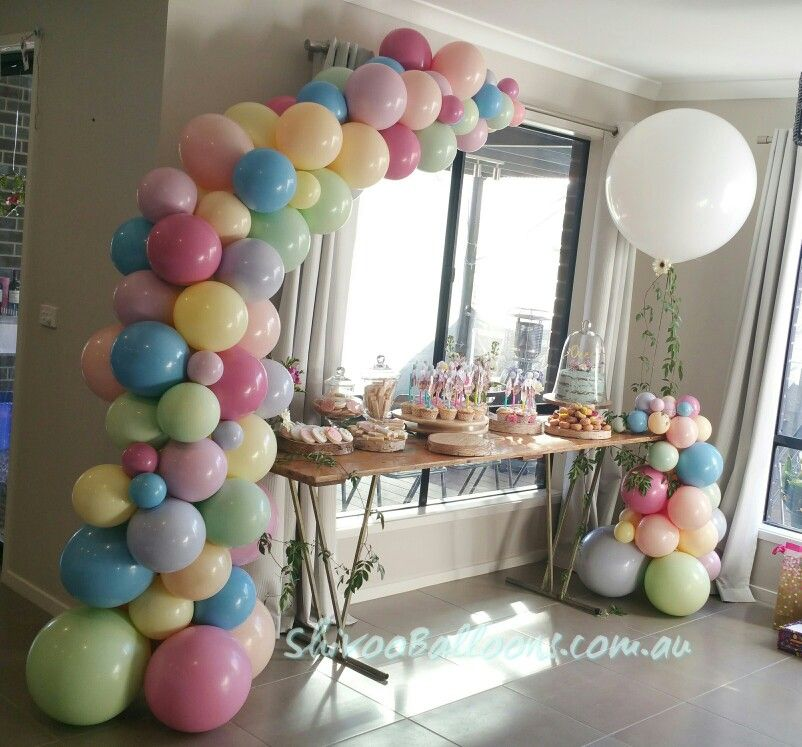 Organic balloon garland and jumbo balloons 풍선