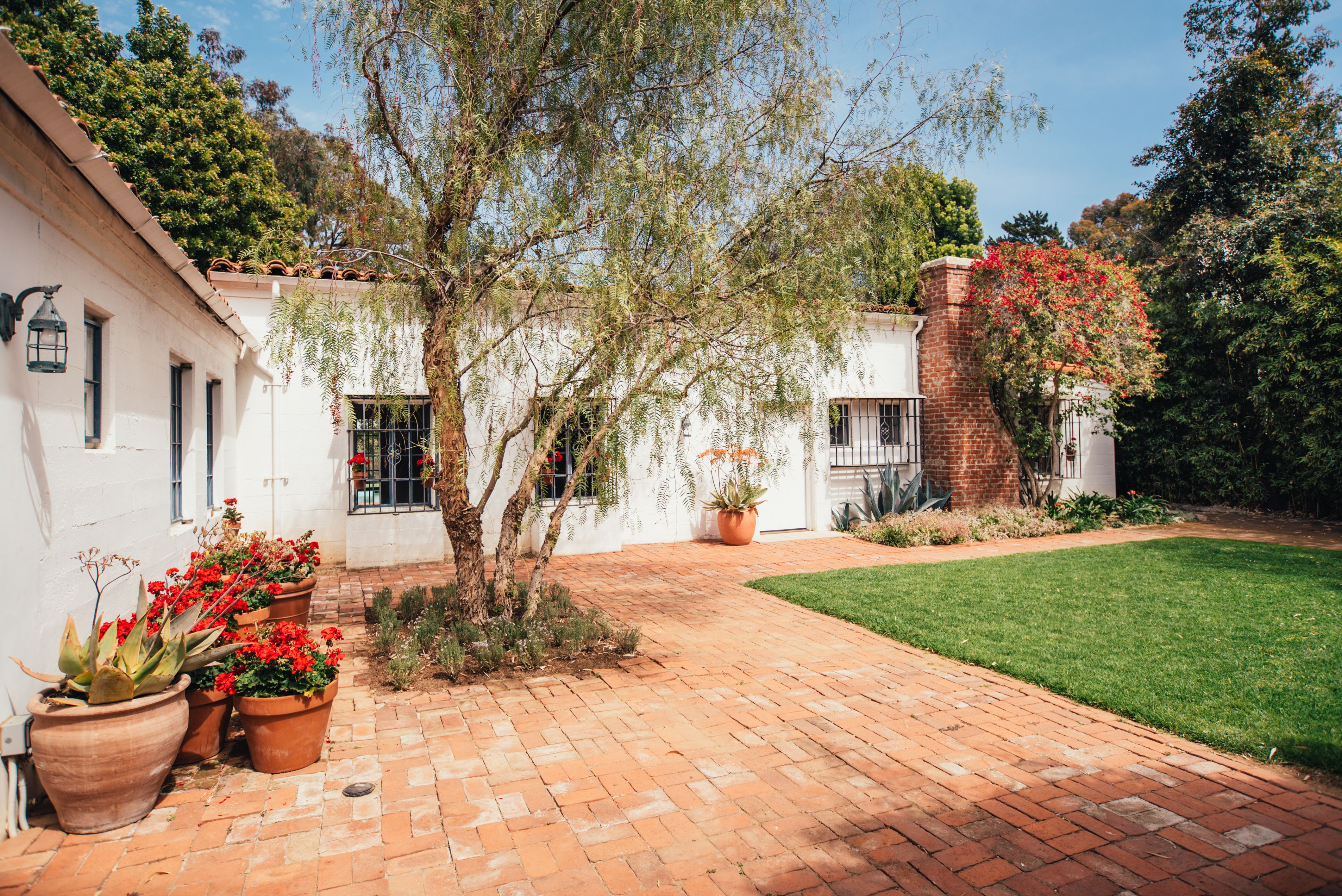 Brentwood house where Marilyn Monroe d is for sale for $6.9M ...