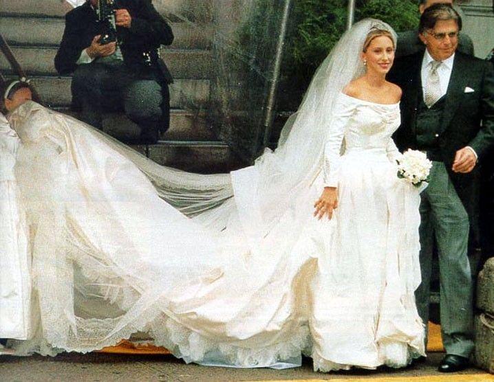 Alexandra Miller Von Furstenberg in a custom Karl Lagerfeld gown ...