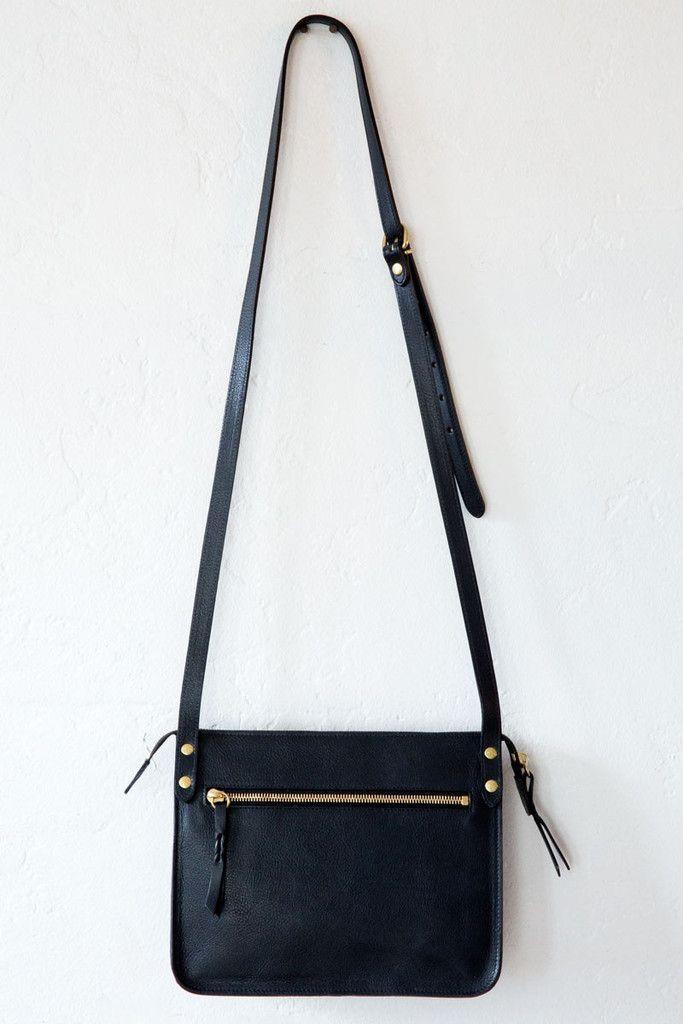 il bisonte black textr 153 shoulder bag – Lost & Found