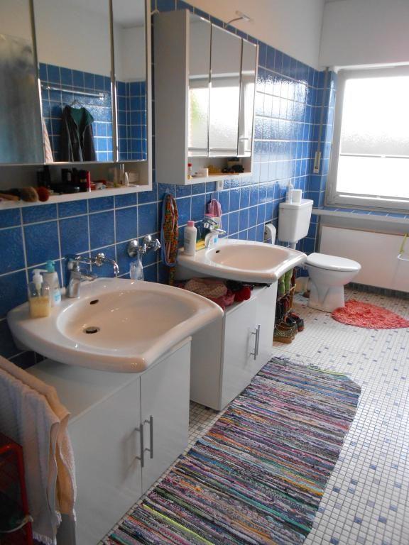 Großes Tageslichtbad mit Fliesen #Bad #Badezimmer #Tageslichtbad