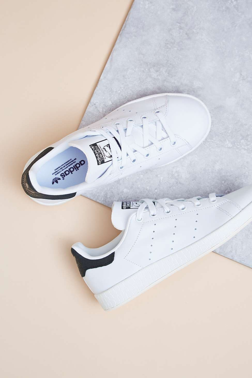 Adidas Originals Baskets Stan Smith noires et blanches