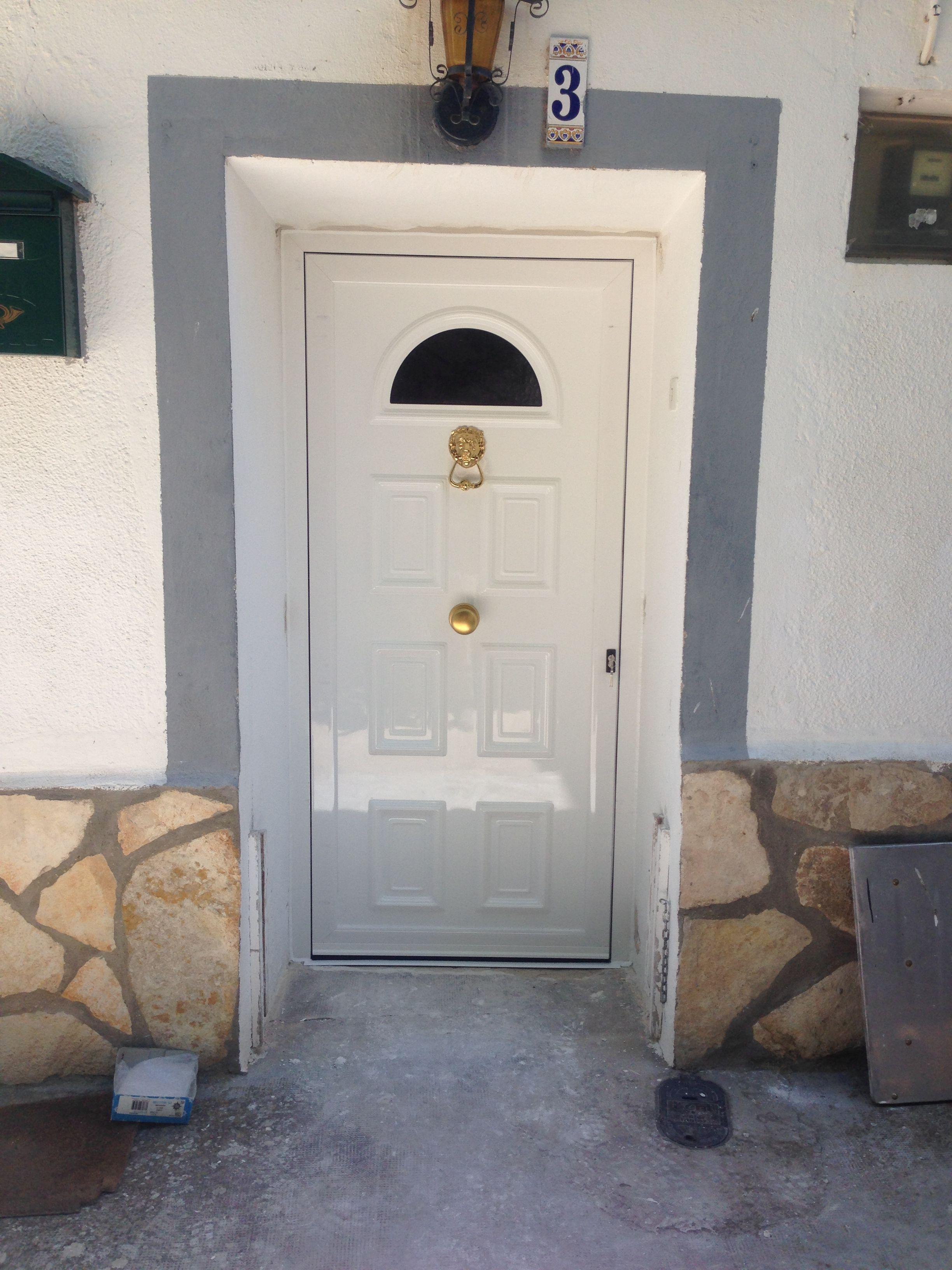 Puerta De Entrada Con Panel Estampado De Aluminio Trabajos  ~ Puertas De Entrada De Aluminio Rusticas