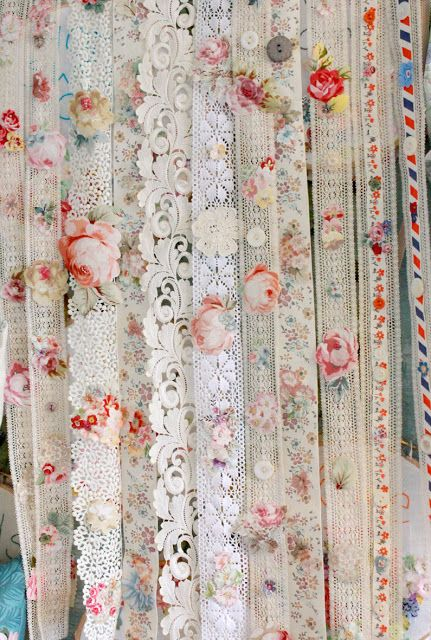 Diy romantic ribbon curtain easy cheap inexpensive vintage for Cortinas vintage