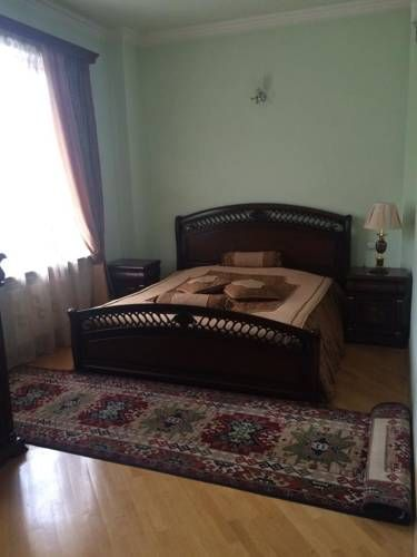 Apartment G.Njdeh Yerevan Situated in Yerevan, this air-conditioned apartment features a balcony and a garden. The property features views of the garden and is 3.7 km from Republic Square.