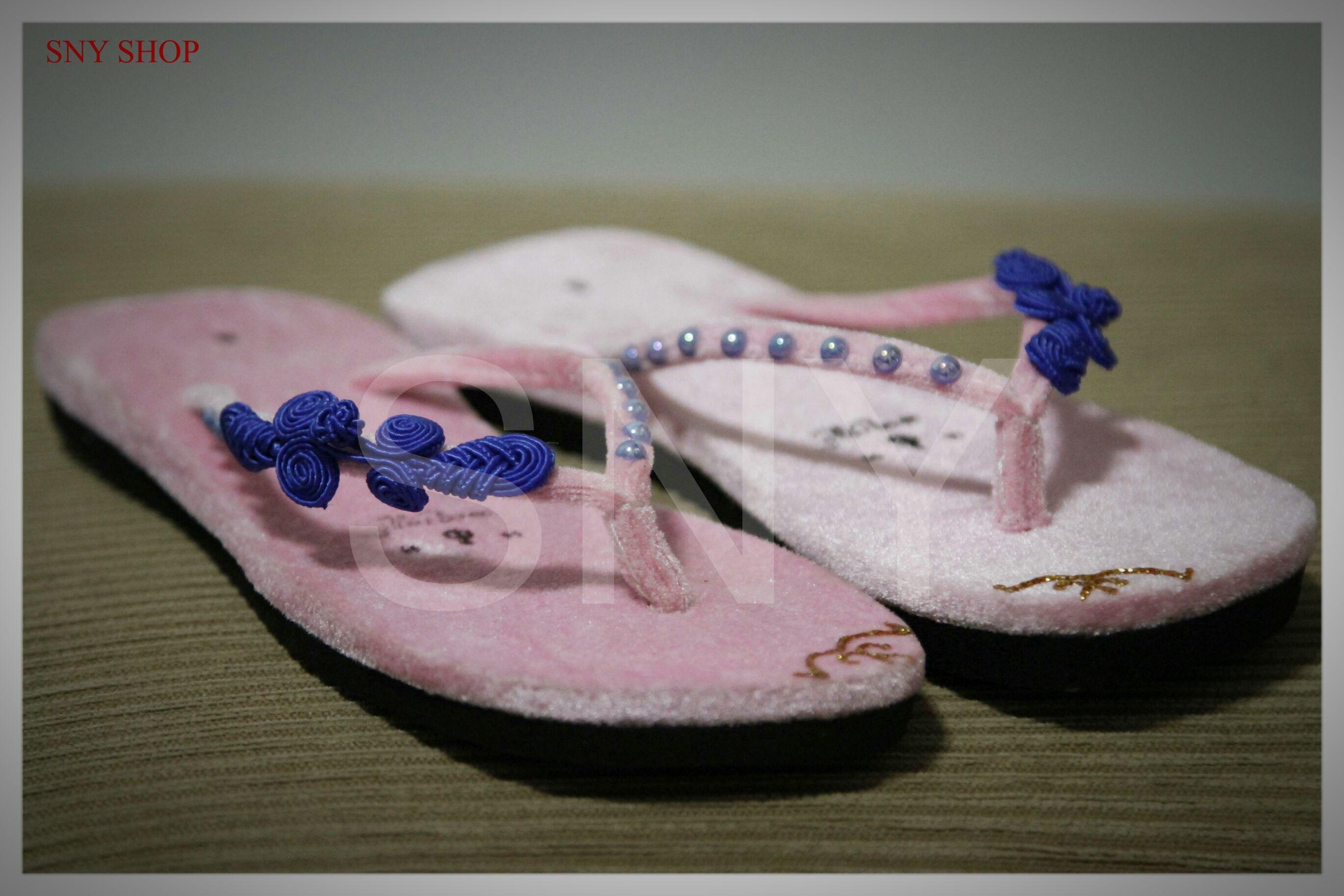 b2b56e64e1d816 Pin by Yu yu on Myanmar velvet slippers   high heels !
