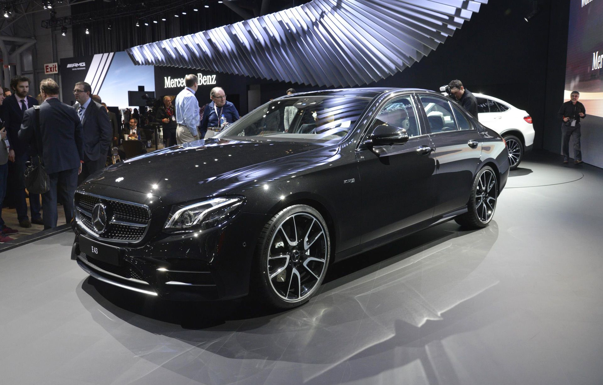 2017 Mercedes Amg E43 Revealed At New York Auto Show Live Photos