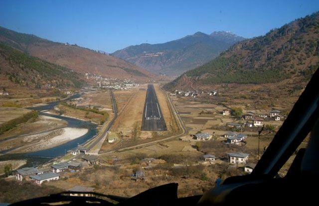 Bhutan Travel Vliegtuig Landingsbaan