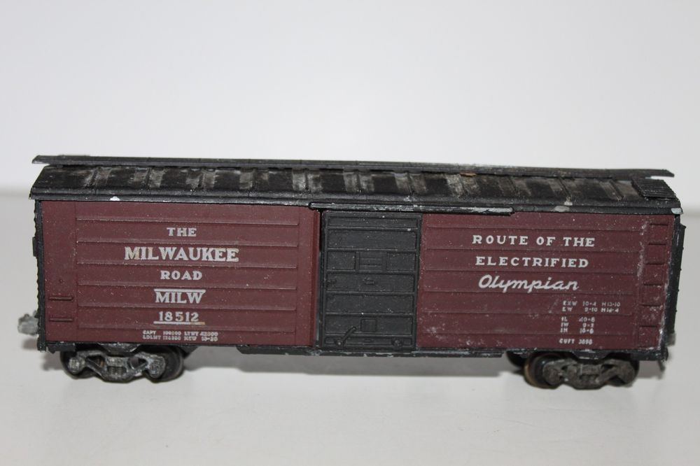 HO Scale Roundhouse Metal The Milwaukee Road 40' Single Door Boxcar #18512