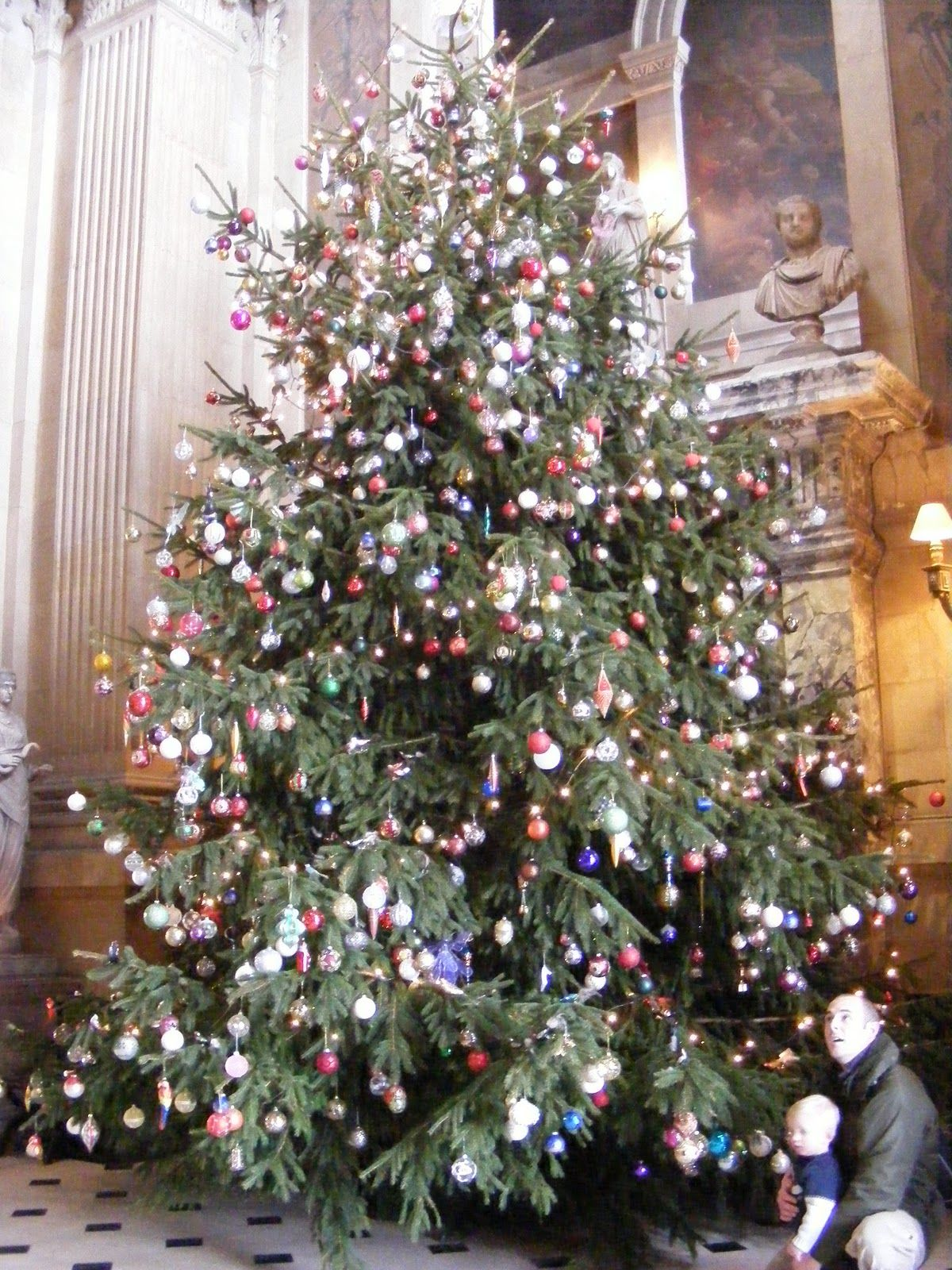 Whew A Huge Christmas Tree Laden With Ornaments Blenheim Palace Natalie Cole Sleigh Ride Tis The Season To Be Jolly Christmas Sleigh Ride