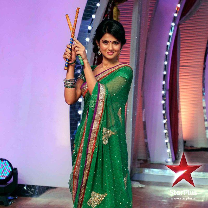 Jennifer Winget looks elegant in the green designer saree. Her ...