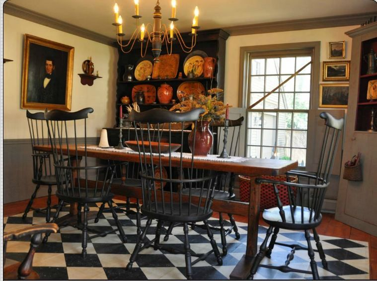 Farmhouse Interior Early American Decor Inside This Vintage Farmhouse Seems Perfect Colonial Home Decor Colonial Dining Room Primitive Dining Rooms