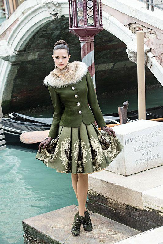Mothwurf Austrian Couture … | Dirndl trachten ...