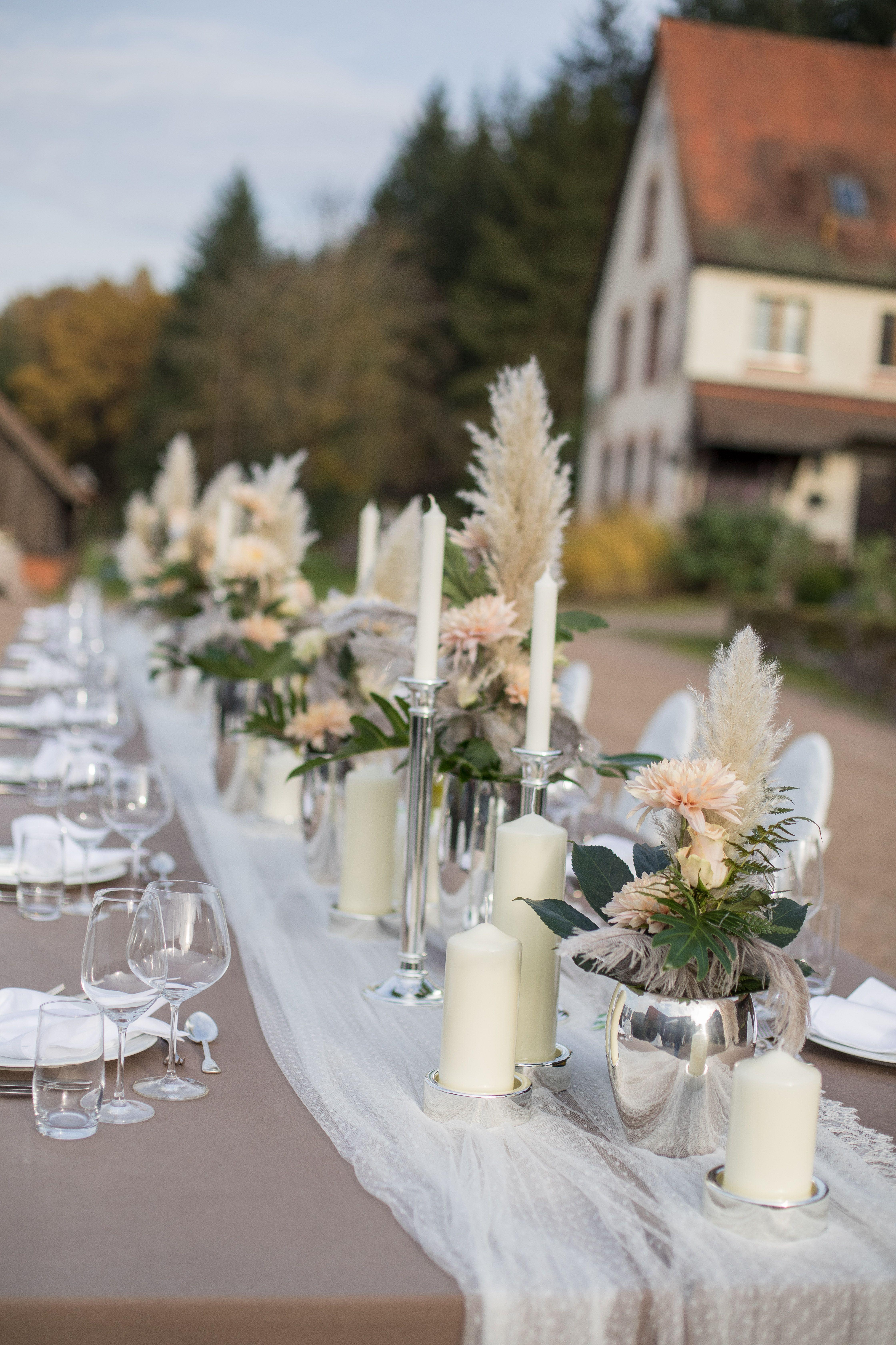 Birke Boho Federn Gedeckter Tisch Rustikal Greenery Idea Idee Outdoor Pampa Rosen Traumfan In 2020 Kinder Auf Der Hochzeit Mittelstucke Traumfanger Hochzeit