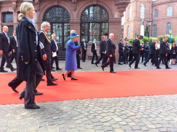 oodbye #Queen ,we wish safe travels! Auf Wiedersehen Queen! Wir wünschen gute Reise / #QueenInFfm #QueenInFrankfurt