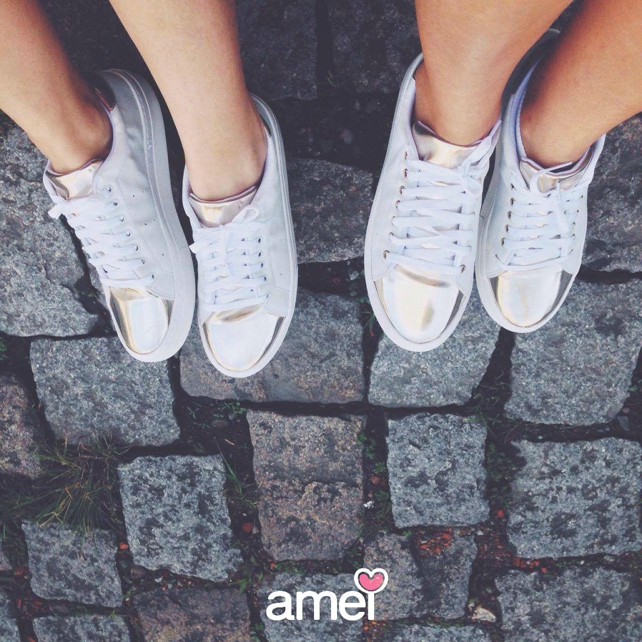Branco e dourado ✨ #lojaamei #etiquetaamei #tenisbranco #dourado #trend #verao #calçado #pes