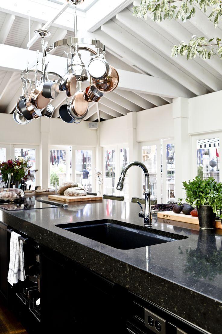 In Kombination mit feinem Küchenmöbel und Materialien wie Keramik ...