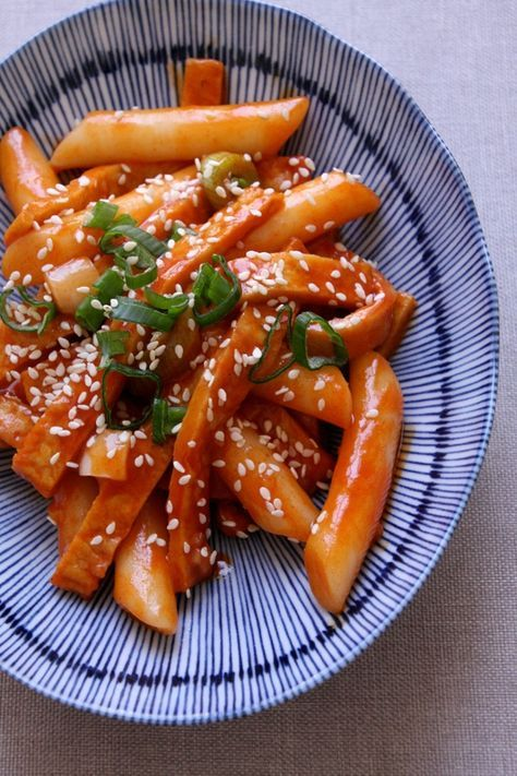 Tteokbokki korean spicy rice cake korean food recipes korean and tteokbokki korean spicy rice cake forumfinder Image collections