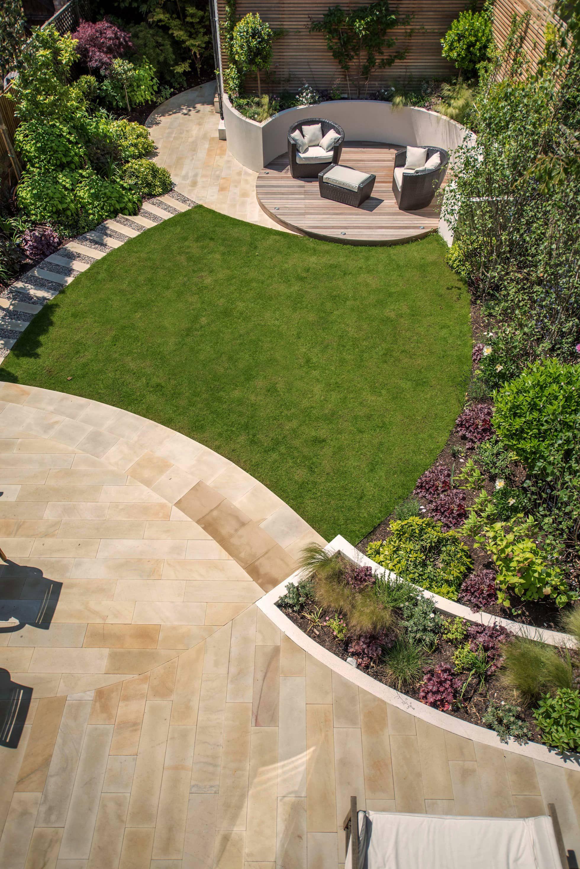A south-facing contemporary family garden: modern garden by kate ...