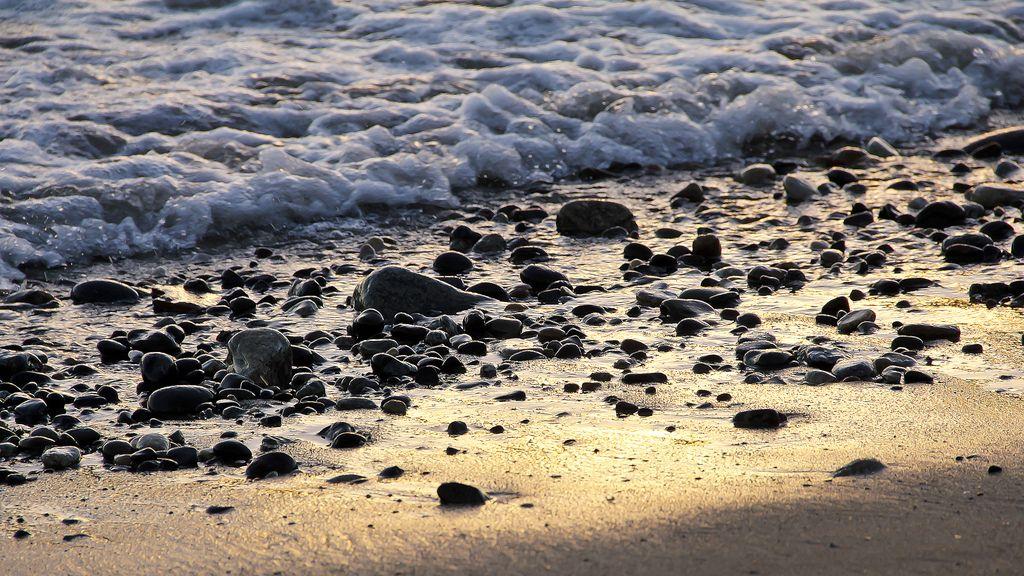https://flic.kr/p/j5x74g | Piedras en la playa