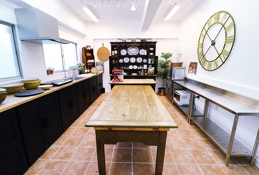 レンタルスペース キッチンスタジオ Kent Store ケントストアのアンティーク家具 模様替え 家具 キッチンスペース