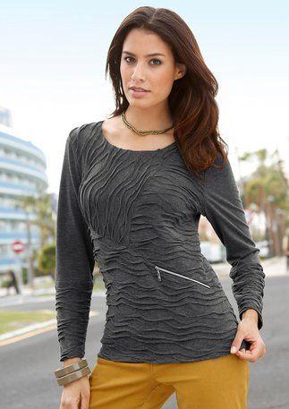 #Shirt. Edler Hingucker: Shirt in interessanter Struktur. Rückenteil glatt. Silberfarbiger Zierreißverschluss vorne.