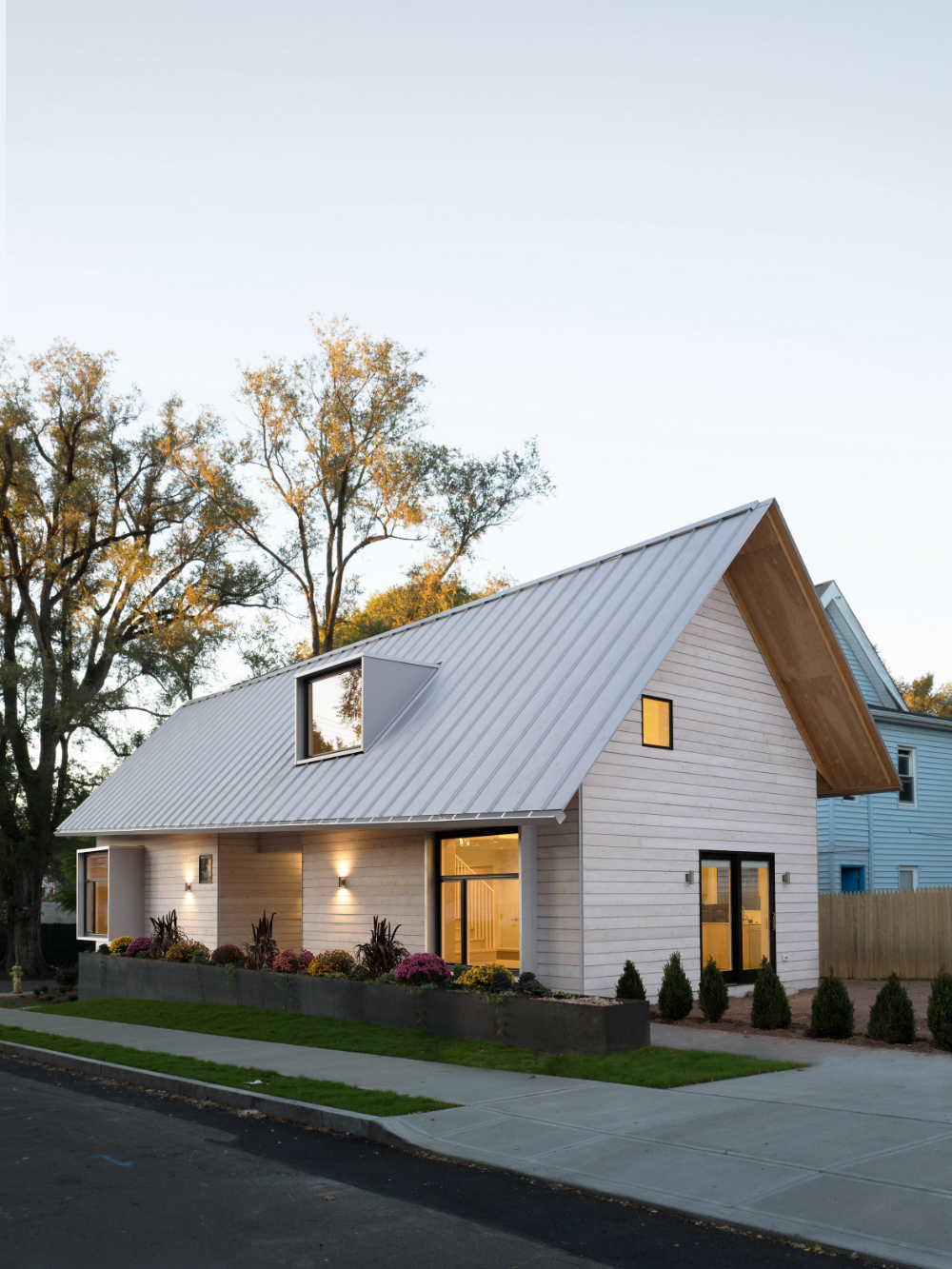 Yale Architecture Students Create Dwelling In Connecticut For The Homeless In 2020 Architecture Gable Roof Design Architecture Design