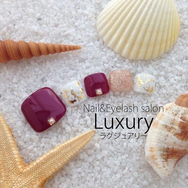 ネイル 画像 Nail&Eyelash Salon Luxury 横浜 1605982 白 赤 ゴールド ワンカラー ホイル オールシーズン 浴衣 リゾート オフィス フット