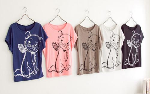 Use bleach pen to make concept art designs on t-shirt