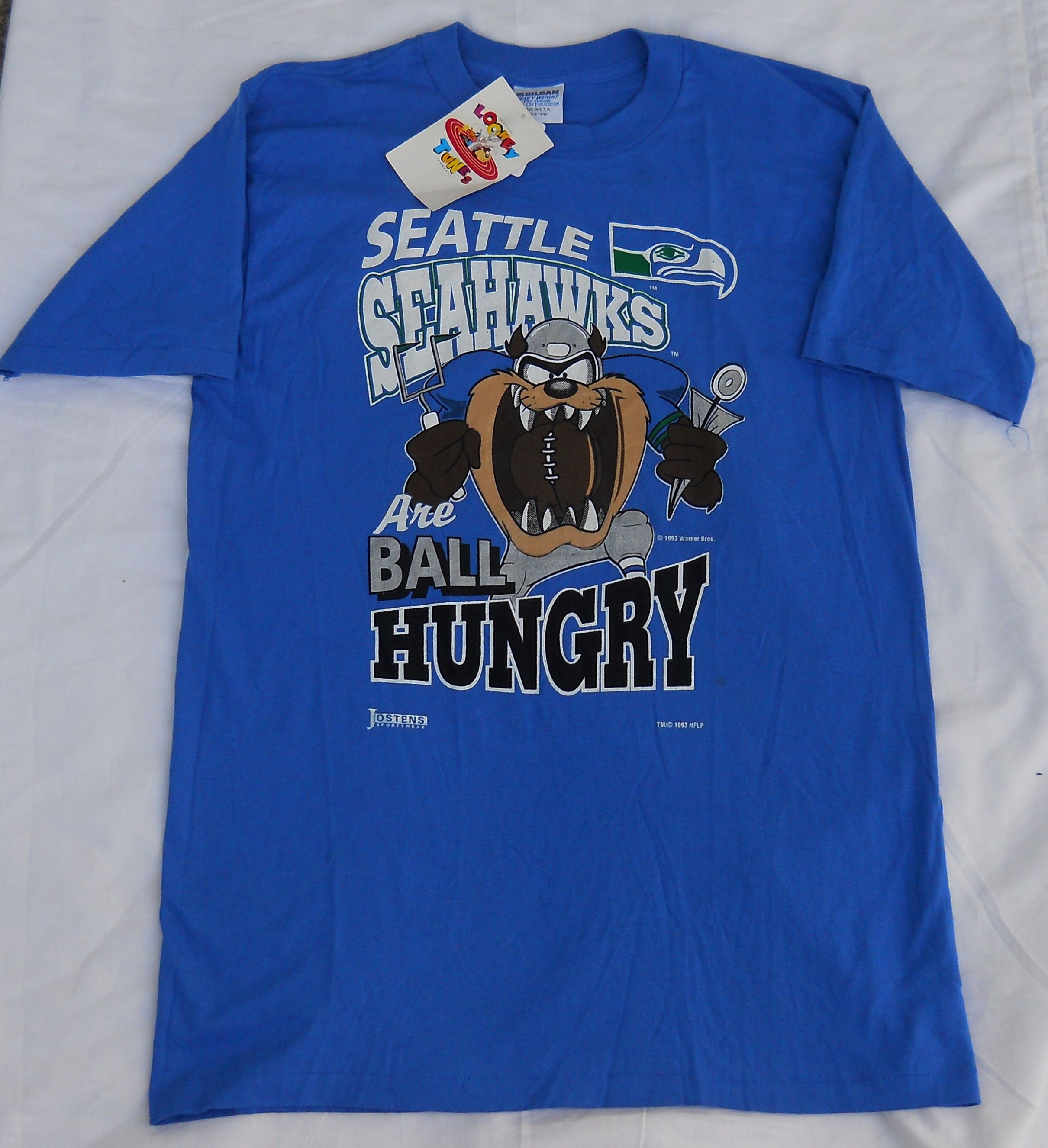 e4826fba7952a Vintage Seattle Seahawks Looney Tunes T-Shirt. Men's Medium/Large ...