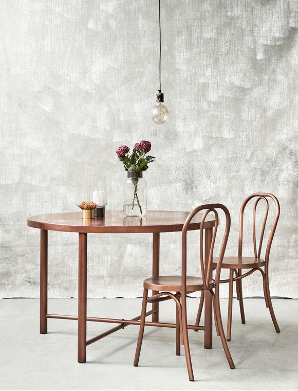 highlight aus kupfer der runde esstisch ist f r 4 personen geeignet hat gerade beine und wird. Black Bedroom Furniture Sets. Home Design Ideas