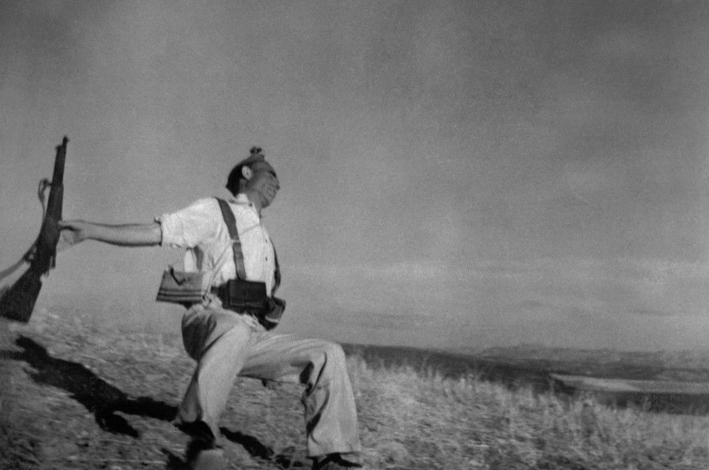 Loyalist Militiaman at the Moment of Death, Spanish Civil War. 45 Incredibly Rare Photos That Will Shock You.
