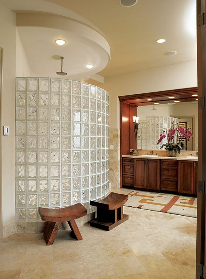 Mettons des briques de verre dans la salle de bains House