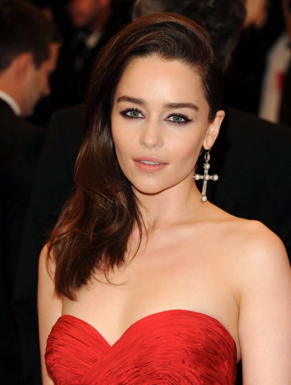 Stunning Emilia Clarke wearing stylish cross earrings with beautiful red  dress....  3 130bd4fb41d6