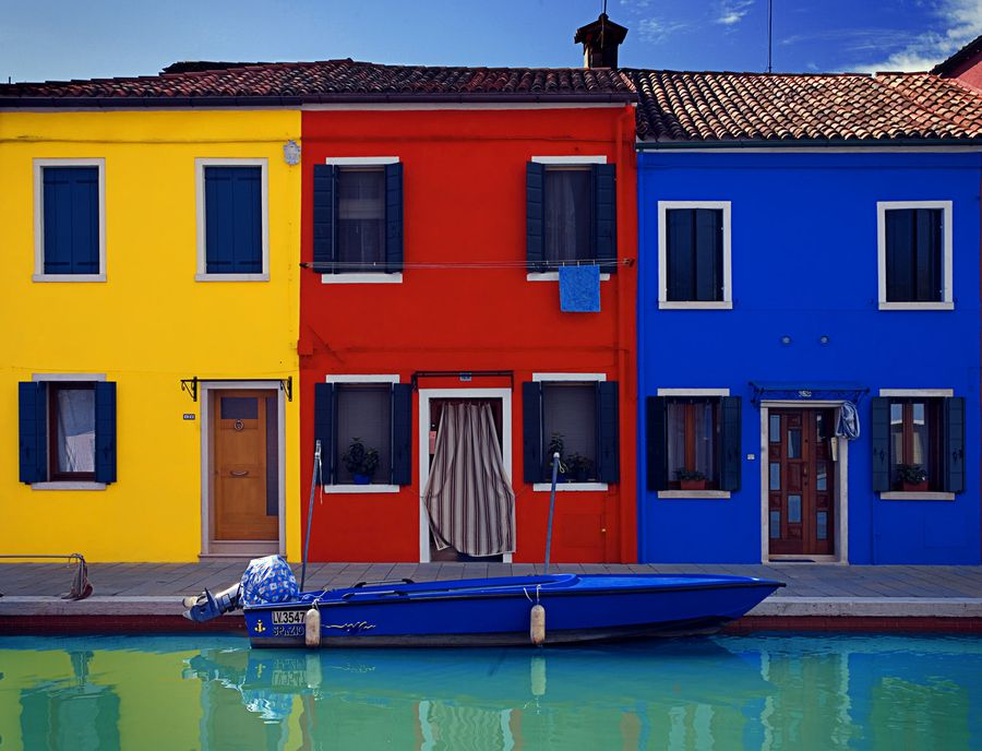 Colorful Burano Houses, in Venice, Italy. #yellow #red #blue