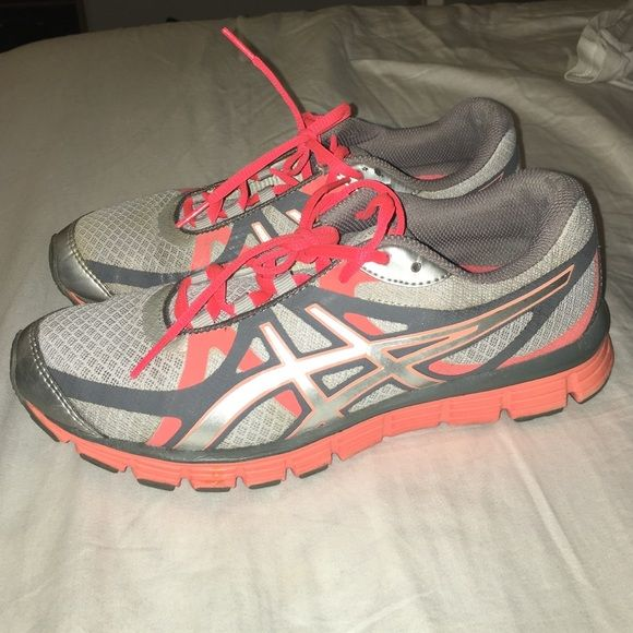 Asics Running Shoes Light And Dark Grey With Neon Orange Neon Laces Original Laces Super Comfy One Of The Shoes Is A Little Staine Asics Running Shoes Shoes Running Shoes