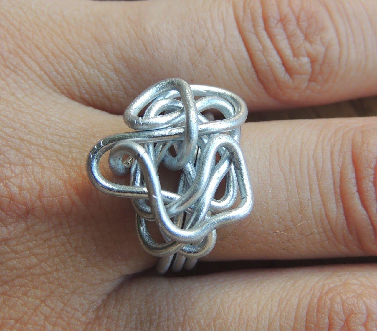Anillo alambre  http://www.artesanum.com/artesanias-anita_y_mai-28939-1-0.html