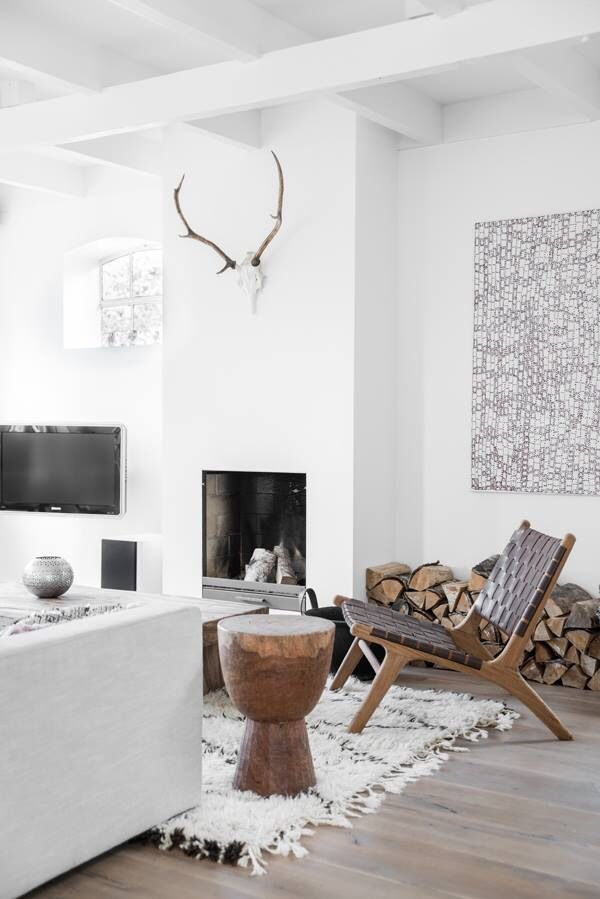 A serene Dutch home in whites and