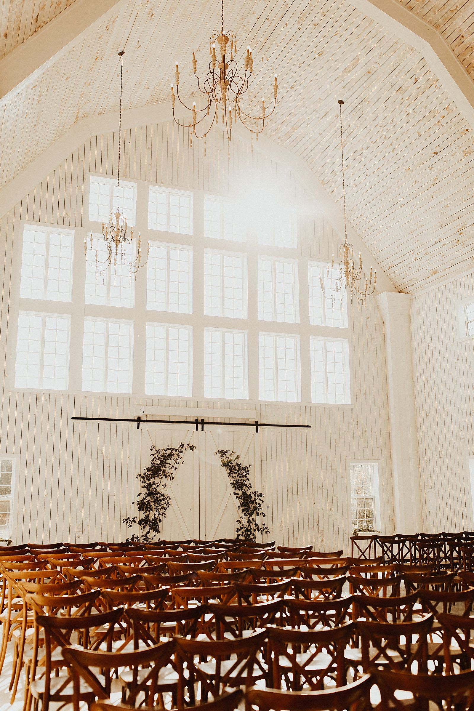 White Sparrow Barn Wedding in Dallas, TX | Thomas + Sarah - Meg Amorette Photography -   11 white wedding Barn ideas