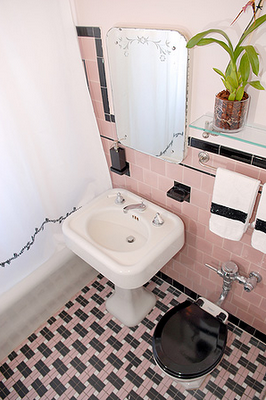 Cool Pink And Black Tile Bathroom From Desire To Inspire Desiretoinspire Ashley Roi Jenkins