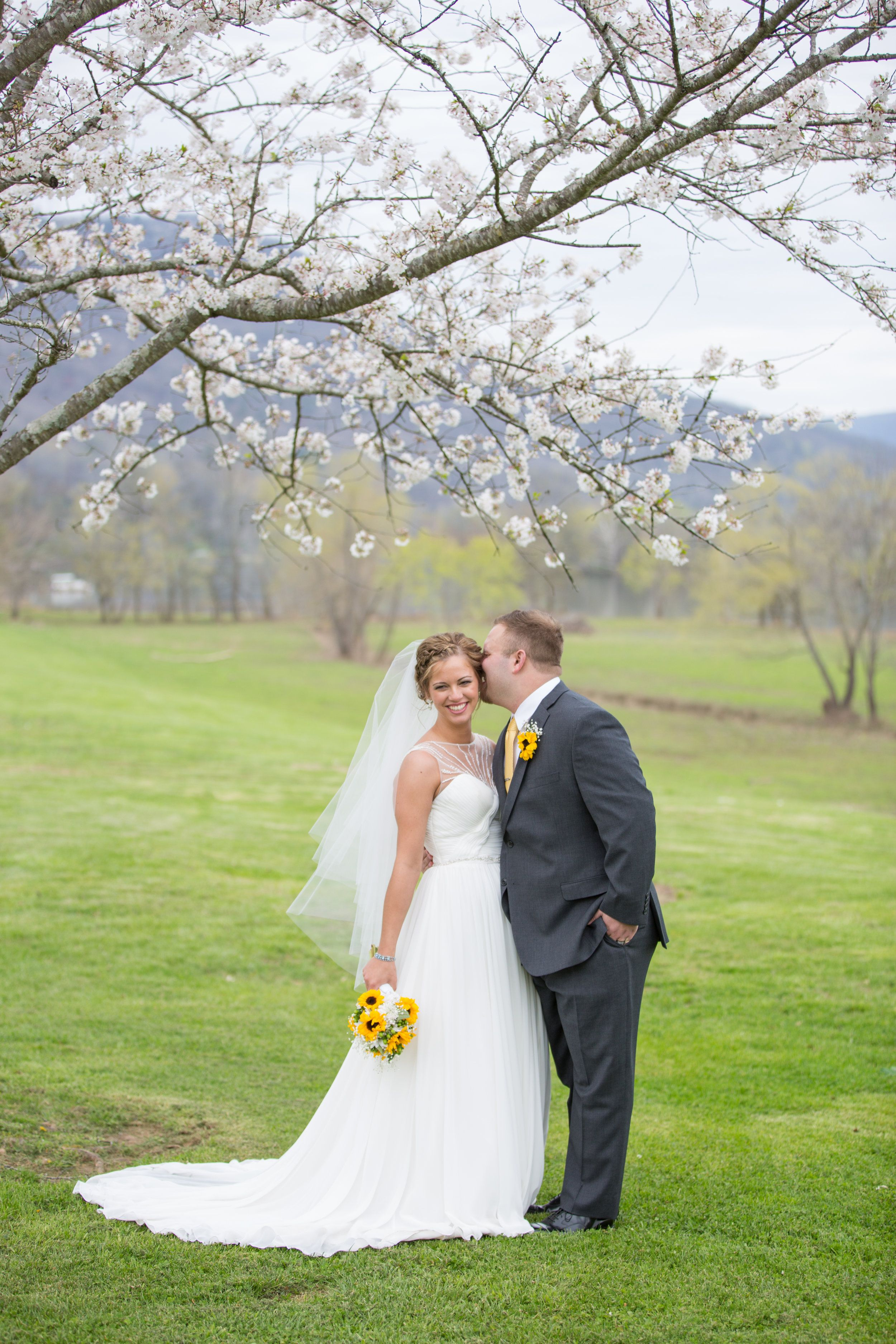 A Simple, Romantic Wedding at Tennessee RiverPlace in