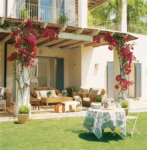 Una casa creada alrededor de tres porches · ElMueble · Casas