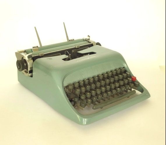 Olivetti Underwood Typewriter Studio 44 Turqouise by BeeHavenHome