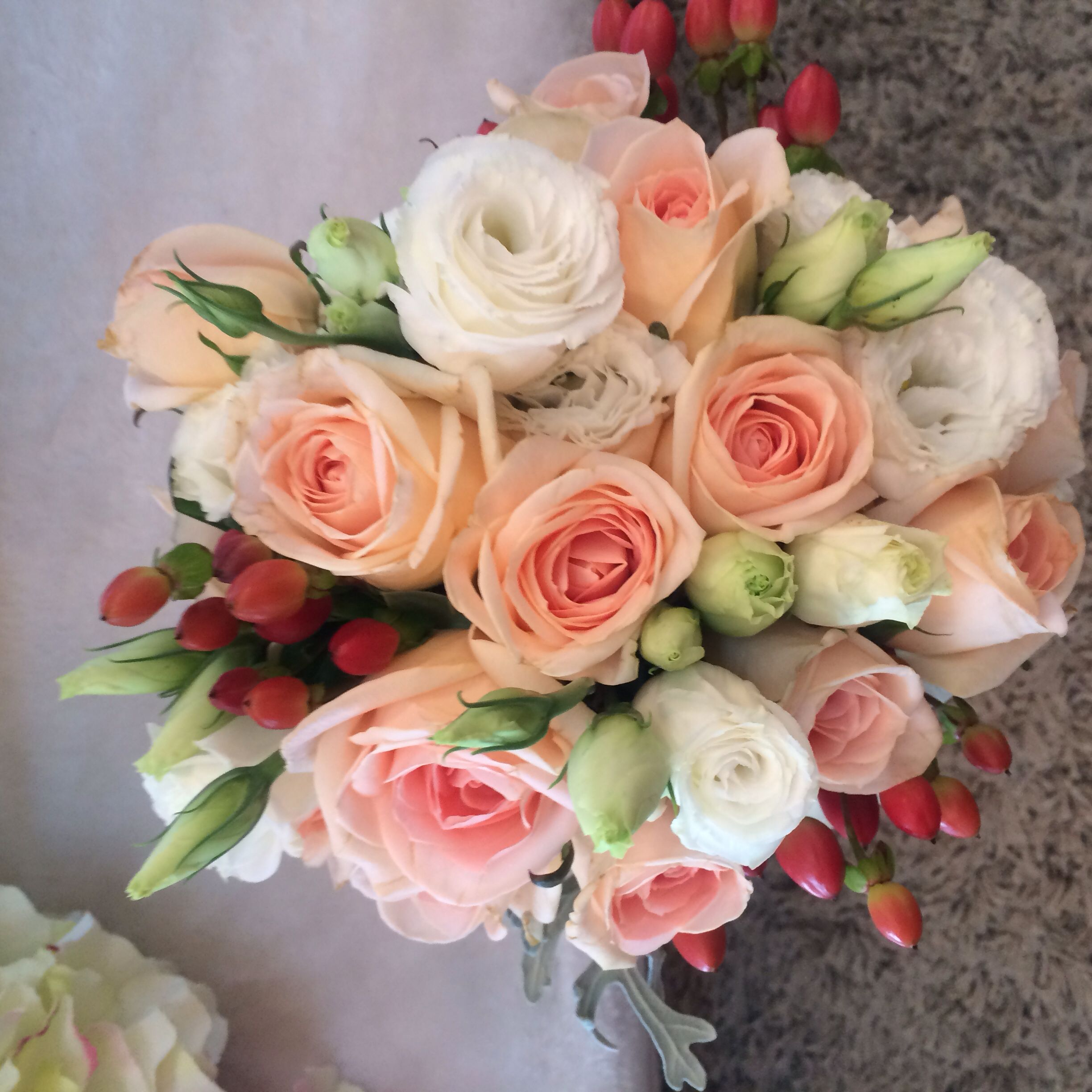 Hand bouquet fresh flowers eustoma red berries champagne roses hand bouquet fresh flowers eustoma red berries champagne roses izmirmasajfo