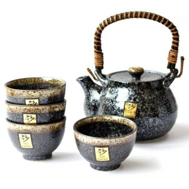 This stunning Kosui Tea Set from Japan includes a 700ml tea pot and four cups. #Japan #teaset #tea #teapot
